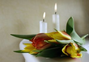 funeral-candles-tulips